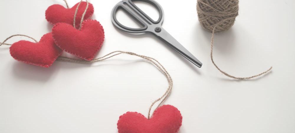 VALENTINE'S DAY DIY: FELT HEARTS